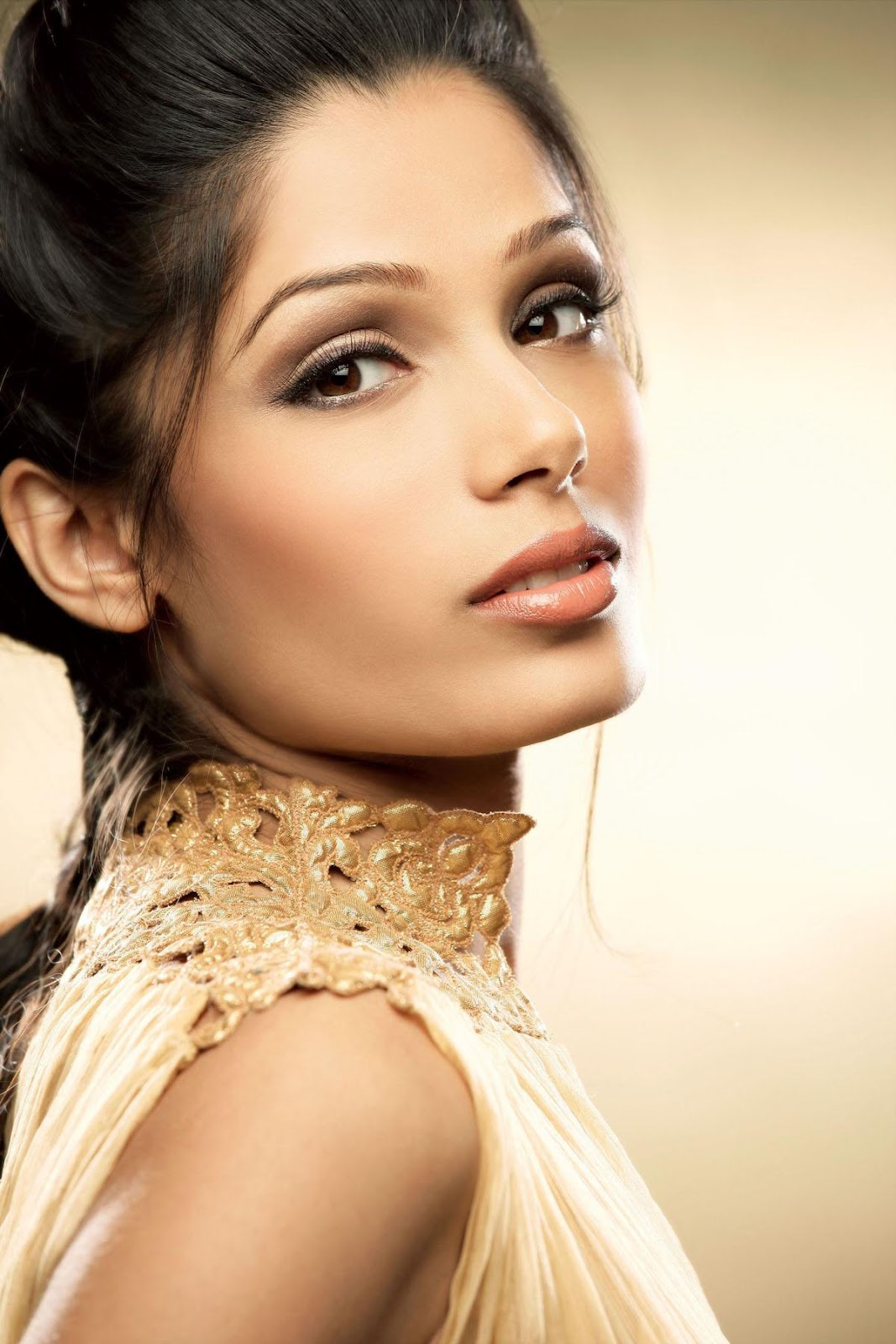 Hot actress pics: Freida Pinto