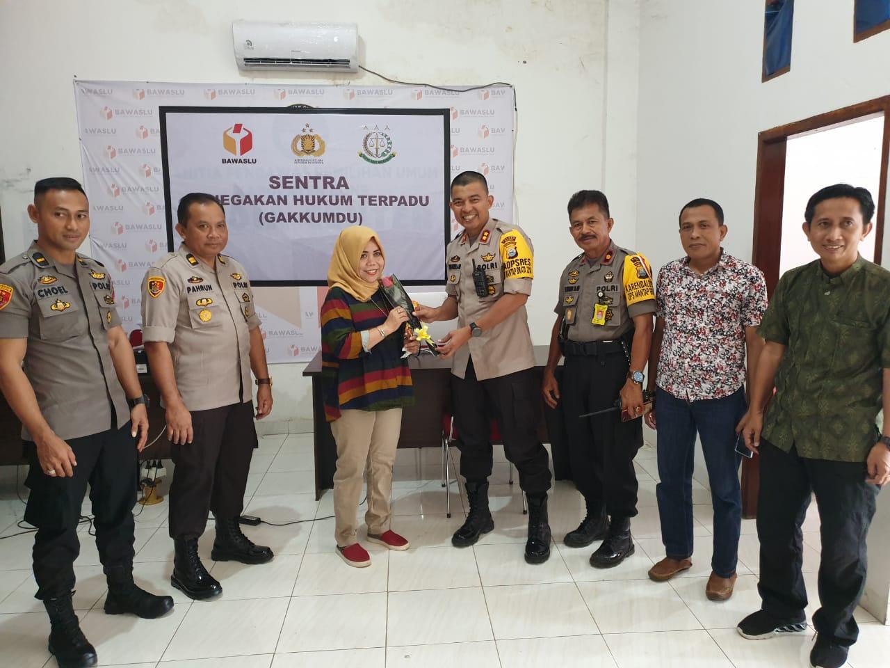 Hari Kartini, Begini Cara Kapolres Bone Apresiasi Kartini-kartini Penyelenggara dan Pengamanan Pemilu