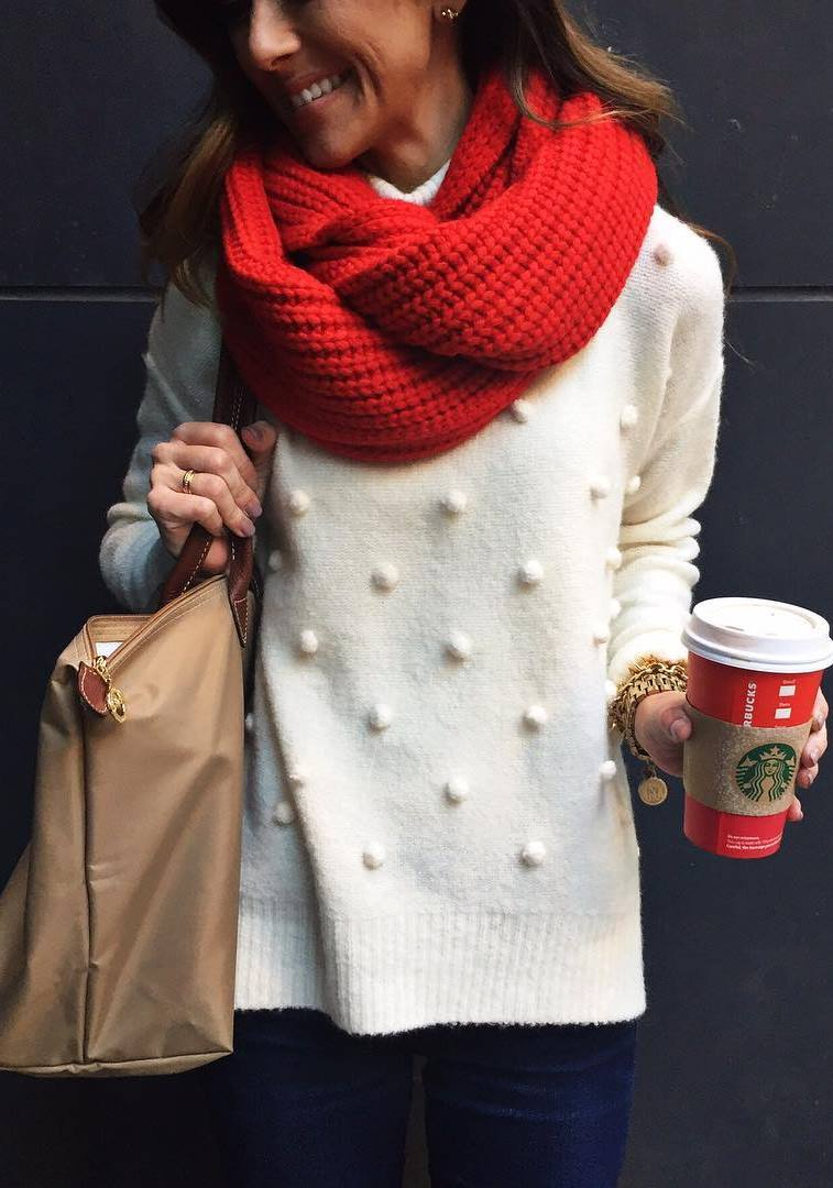 amazing winte routfit / red sacrf + nude bag + white sweater + skinnies
