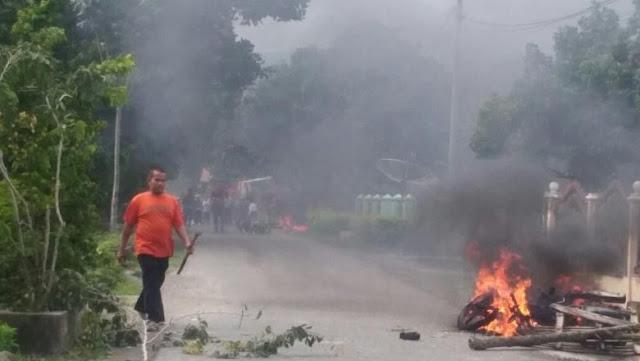 Bentrok di Jambi, Banyak Motor Dibakar di Jalanan