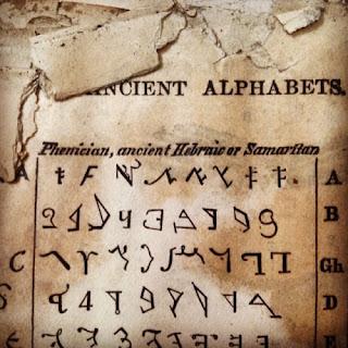 """La palabra """"diccionario"""", herramienta indispensable para el """"cultivo"""" de la monocultura mental viene del latín dictionarium o dictionarius y este de dictio (acción de decir, dicho, expresión, palabra)   El primero en usar la palabra dictionarius fue Juan de Garlandia (c 1195-c. 1272), apodado el inglés, quien lo explicó así: """"Se llama diccionario a ese librillo de las expresiones necesarias que cualquier estudiante se obliga a retener firmemente...en el armarito de su memoria, para estar preparado para una más fácil construcción de su discurso"""""""