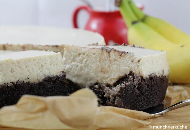 Gluten Free Banana Cheesecake mit Schokoboden.