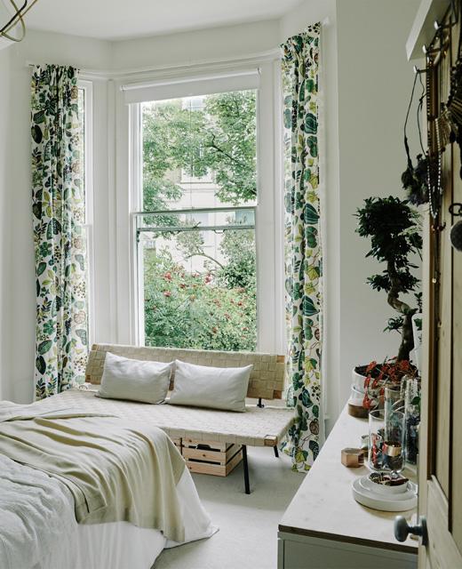 claves para decorar habitación de alquiler con cortinas