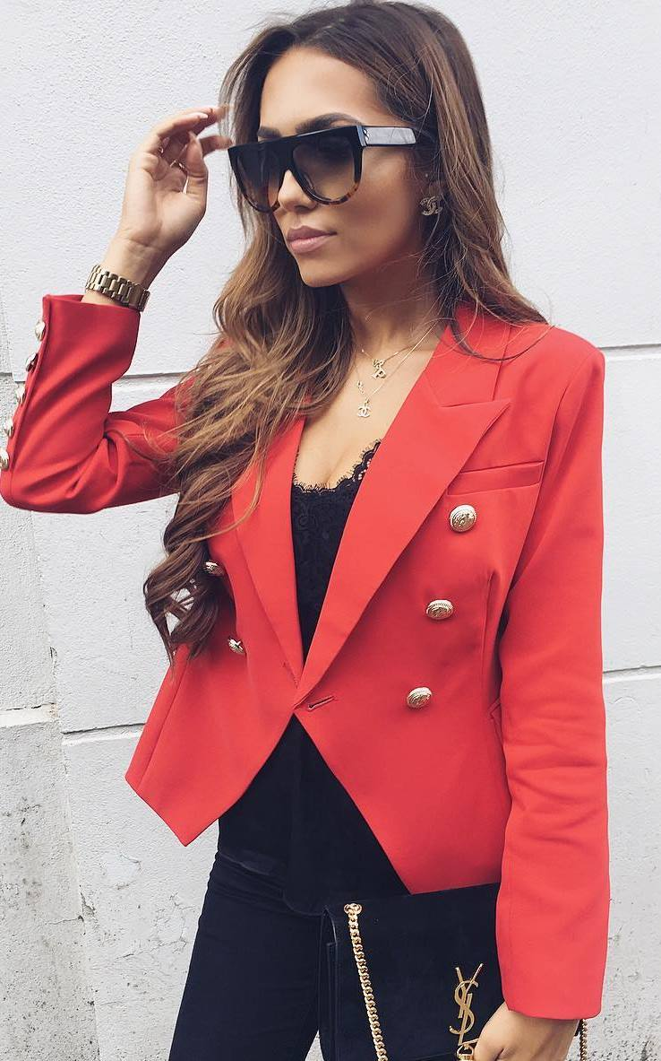 red and black outfit inspiration / blazer + top + skinny jeans + bag