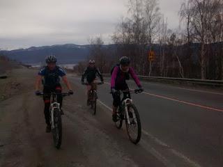 Велосипедисты на Култукском тракте