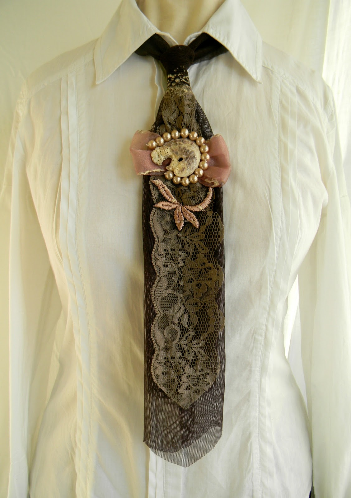 """Vintage Shell Tie"" Lady Tie SOLD OUT"