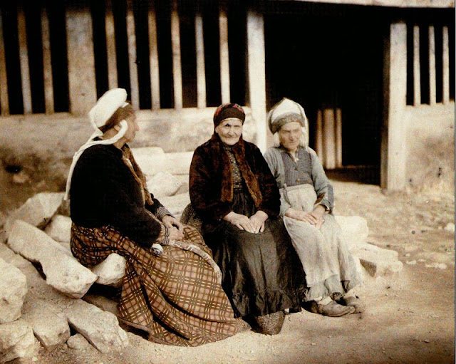 Sephardic Jewish women in their courtyards, dressed in traditional costumes. Bitola in 1913