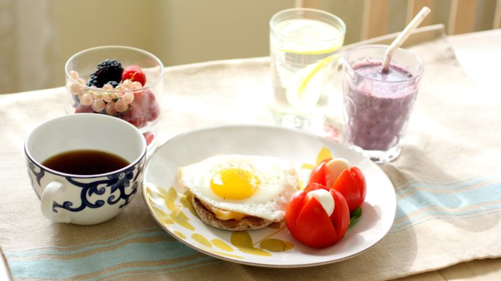 Wallpaper: Fried eggs, tomatoes, mozzarella, fruits, coffee and a shake