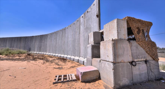 Israel construye un gran muro de hormigón para rodear Gaza