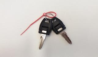 Dos llaves de oficina
