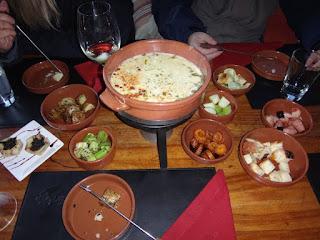 Acompanhamento do foundie de queijo do jantar no passeio ao El Refugio Arelauquen - Bariloche