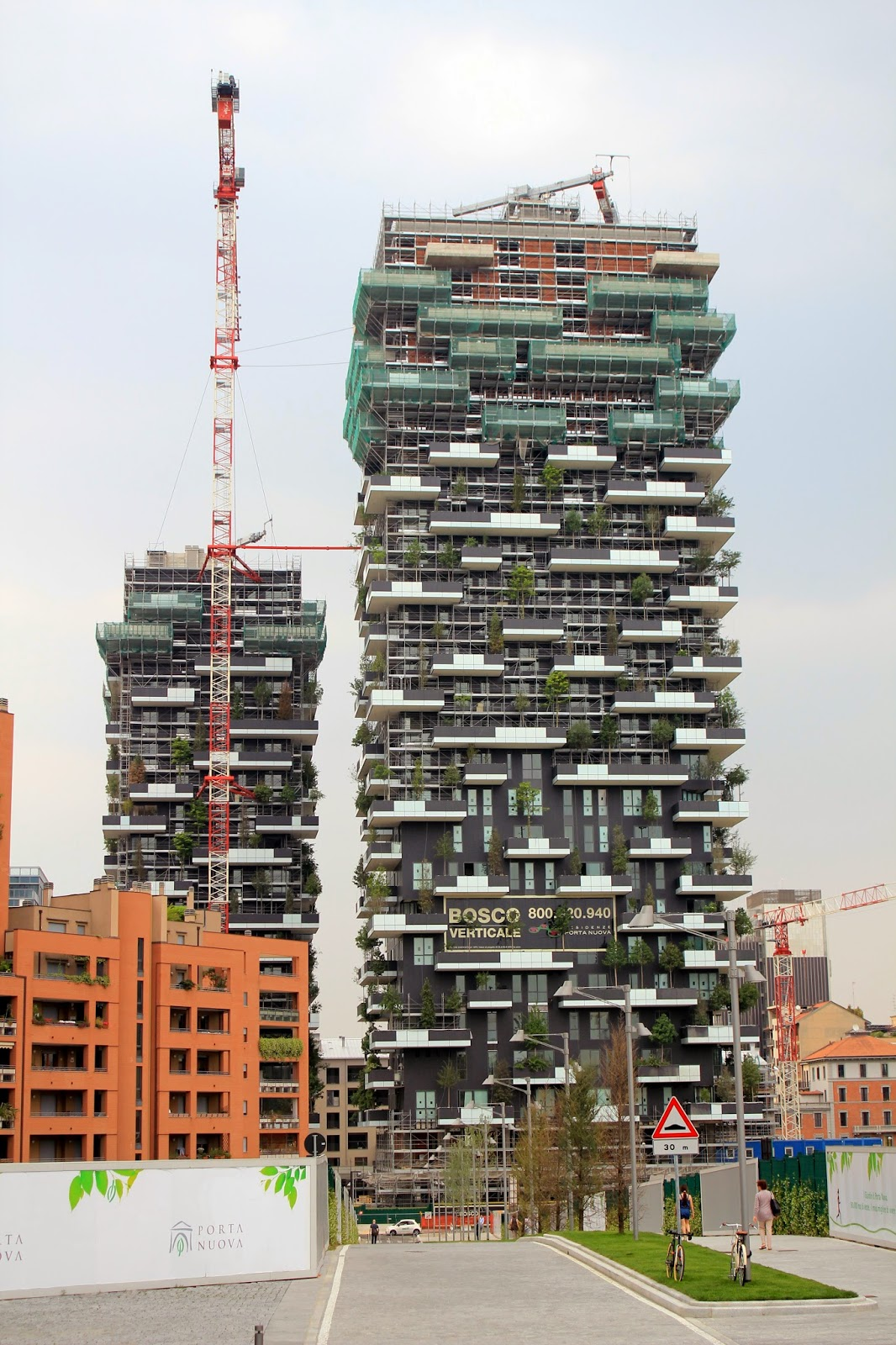 See The Forest That's Growing Within A Concrete Block In Milan - Here is the vertical forest being built...