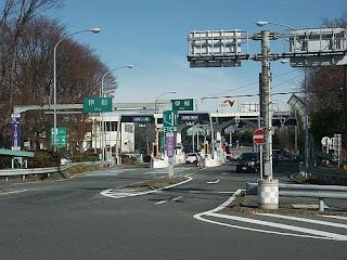 日本語: 中央自動車道伊那インターチェンジ料金所(一般道から撮影)