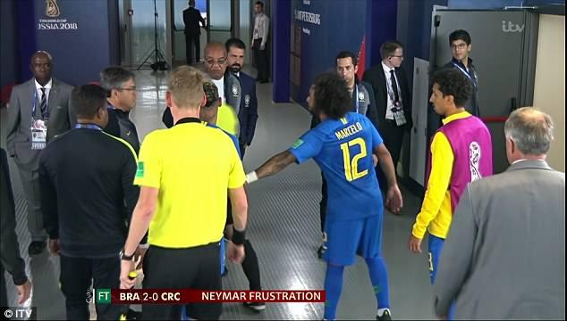 Neymar gây hấn với trọng tài trong đường hầm 4