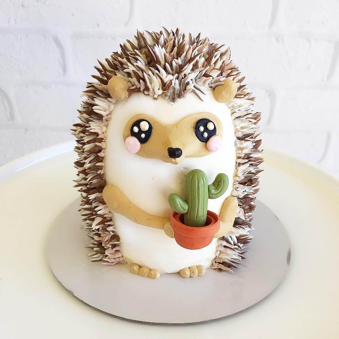 13-Hedgehog-Leslie-Vigil-Themed-Decorated-Cakes-www-designstack-co