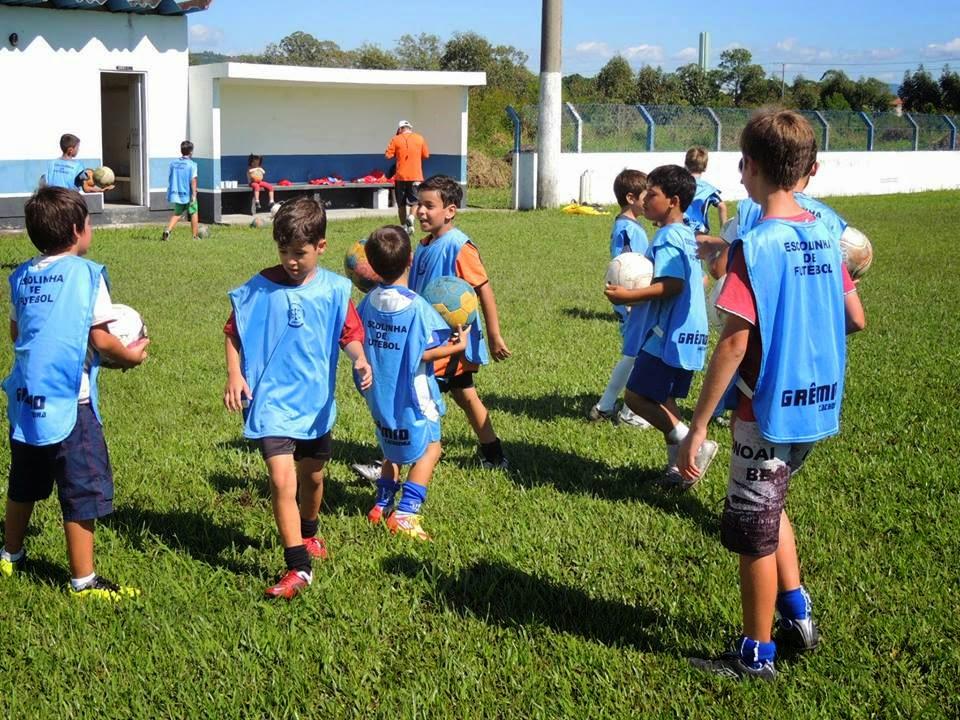 Grêmio Esportivo Cachoeira reinicia atividades da escolinha