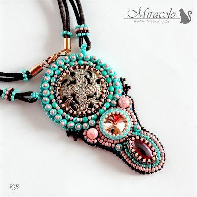 wisiorek z ozdobnym guzikiem, pendand and button, rococo pendant