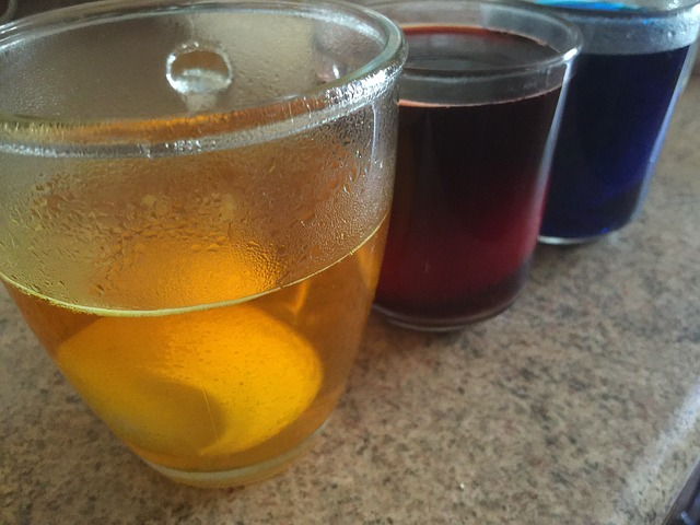 Πώς να βάψεις τα Πασχαλινά αυγά με χρώματα ζαχαροπλαστικής