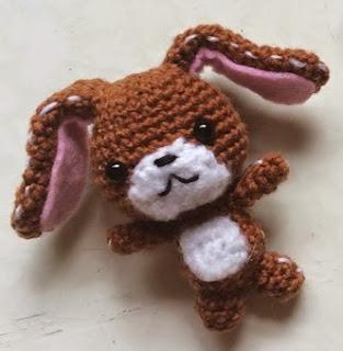 http://translate.google.es/translate?hl=es&sl=en&tl=es&u=http%3A%2F%2Fdrunkwithcaffeine.blogspot.com.es%2F2015%2F01%2Famigurumi-pattern-sanrio-sugar-bunnies.html