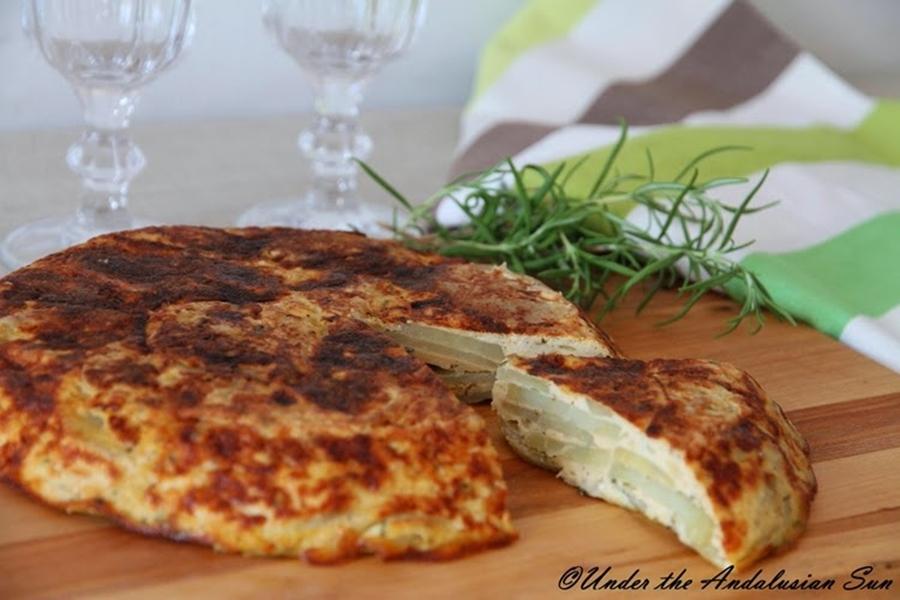 Andalusian auringossa_perunareseptejä ympäri maailman_tortilla espanola_gluteeniton_kosher