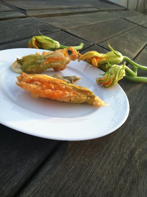 fiori di zucca fritti - fried zucchini flowers