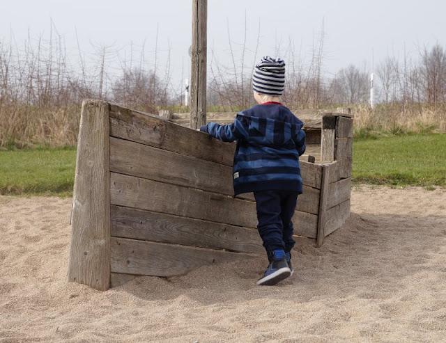 Kinder brauchen Abenteuer! Zwei spannende Abenteuer-Spielplätze in der näheren Umgebung von Kiel. Auf Küstenkidsunterwegs stelle ich Euch den Robinson-Spielplatz am Postsee in Preetz und das Kinderabenteuerland Wendtorf samt Naturerlebnisraum vor, beides ganz besondere Spielplätze für Kinder und Eltern.