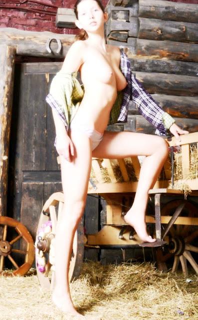 Эротика фото WWW.EROTICAXXX.RU Сиси голых девушек (18+)