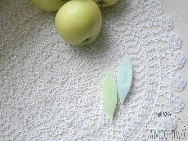 duża, biała frywolitkowa serweta