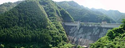 松田川ダムのダムエコアートのパノラマ