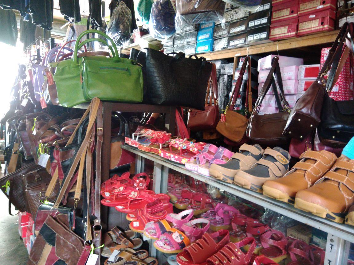 IstanArina  5 Tips Sebelum Wisata Belanja di Surganya Pecinta Kulit ... d0db4cd807