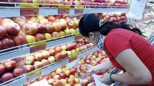 Tràn lan hoa quả nhập khẩu trong khi việc kiểm soát còn lúng túng