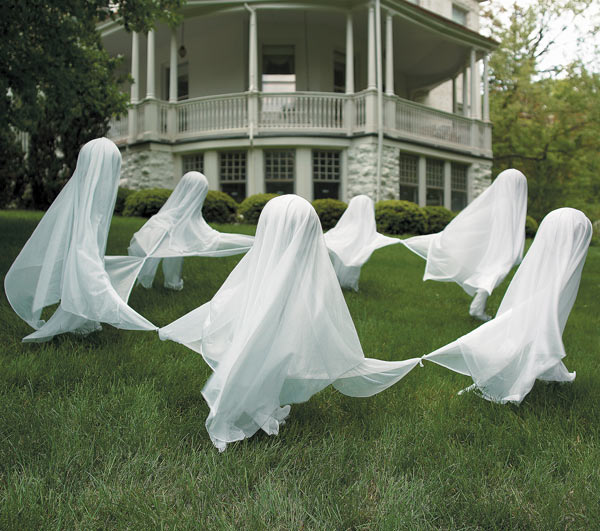 Home Made Halloween Decor: Ghosts TV