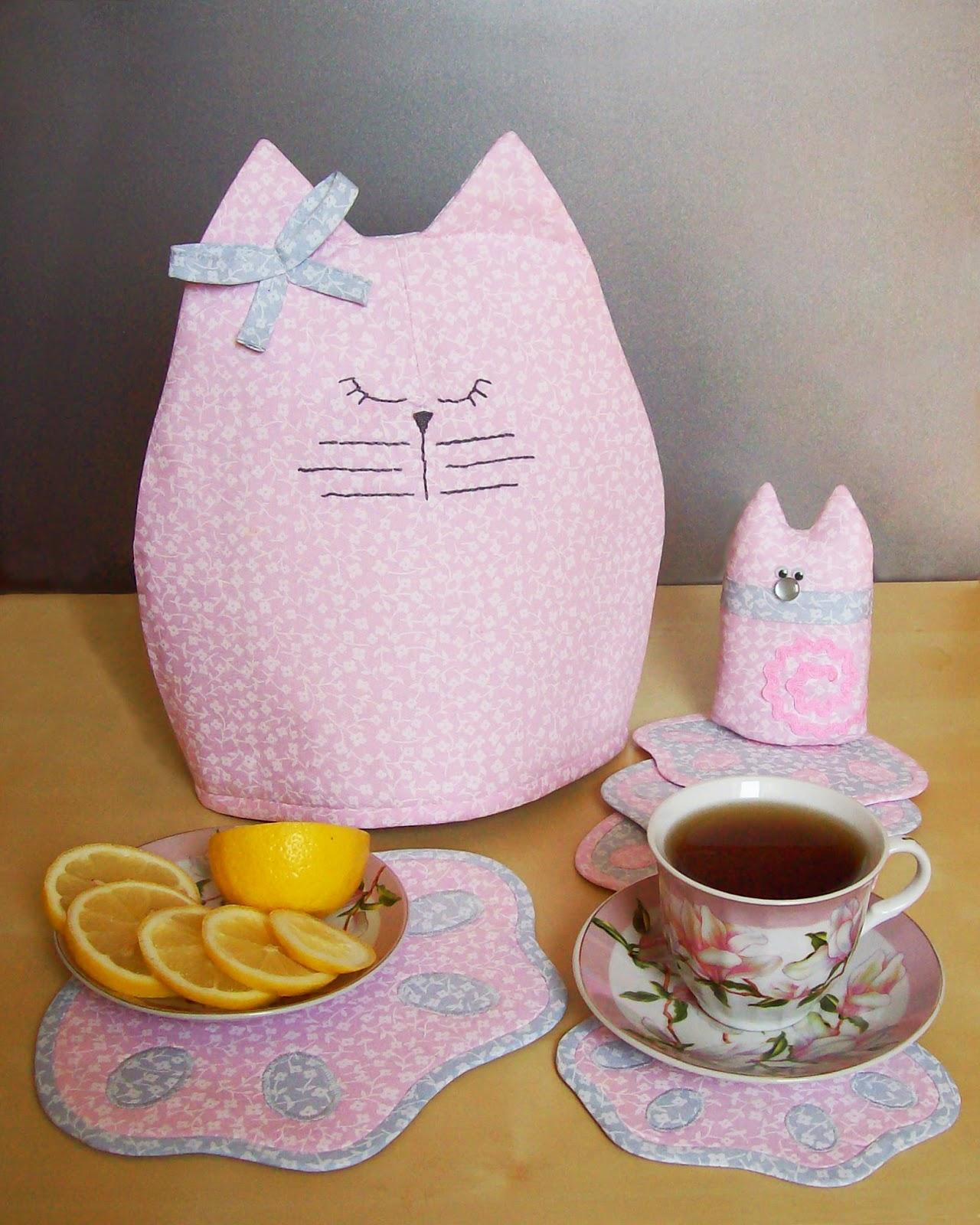 мама кошечка и котёночек (грелка на чайник, игрушка и подставки под горячее)