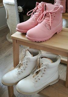 buty dla kobiet w ciąży, obuwie ciążowe, białe różowe traperki