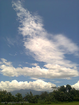 Awan di Siang Hari