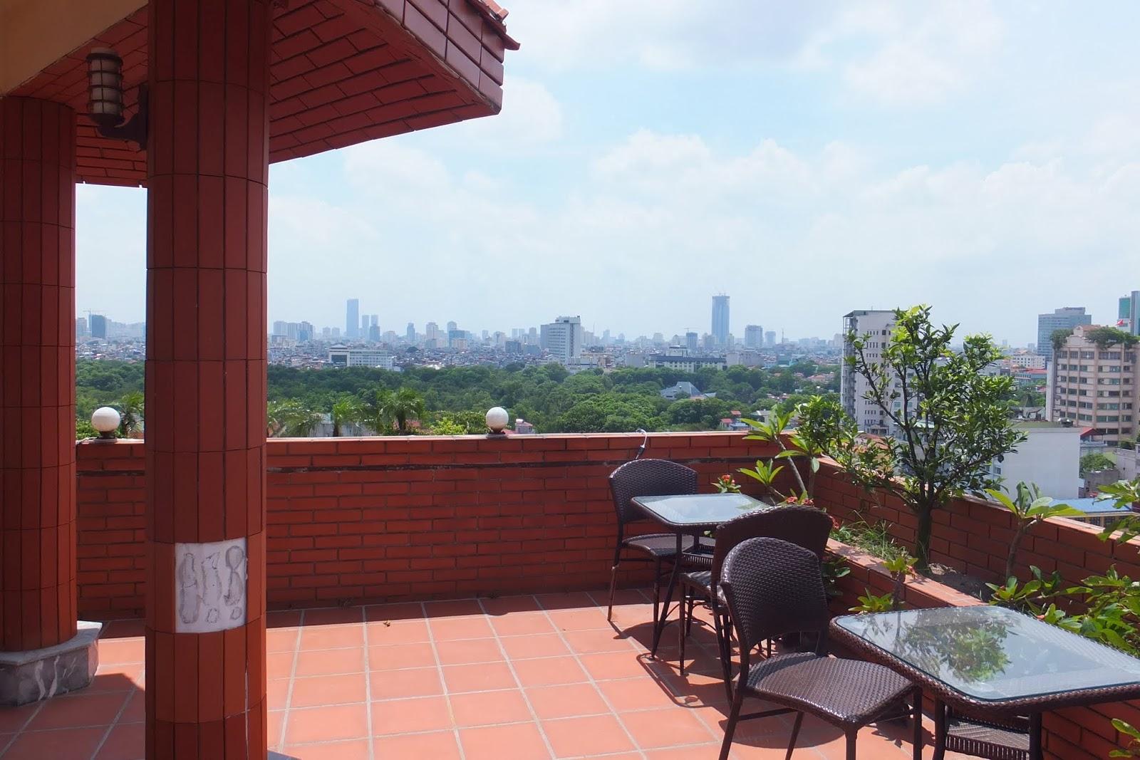 roof-garden-hanoiview 屋上庭園とハノイの風景