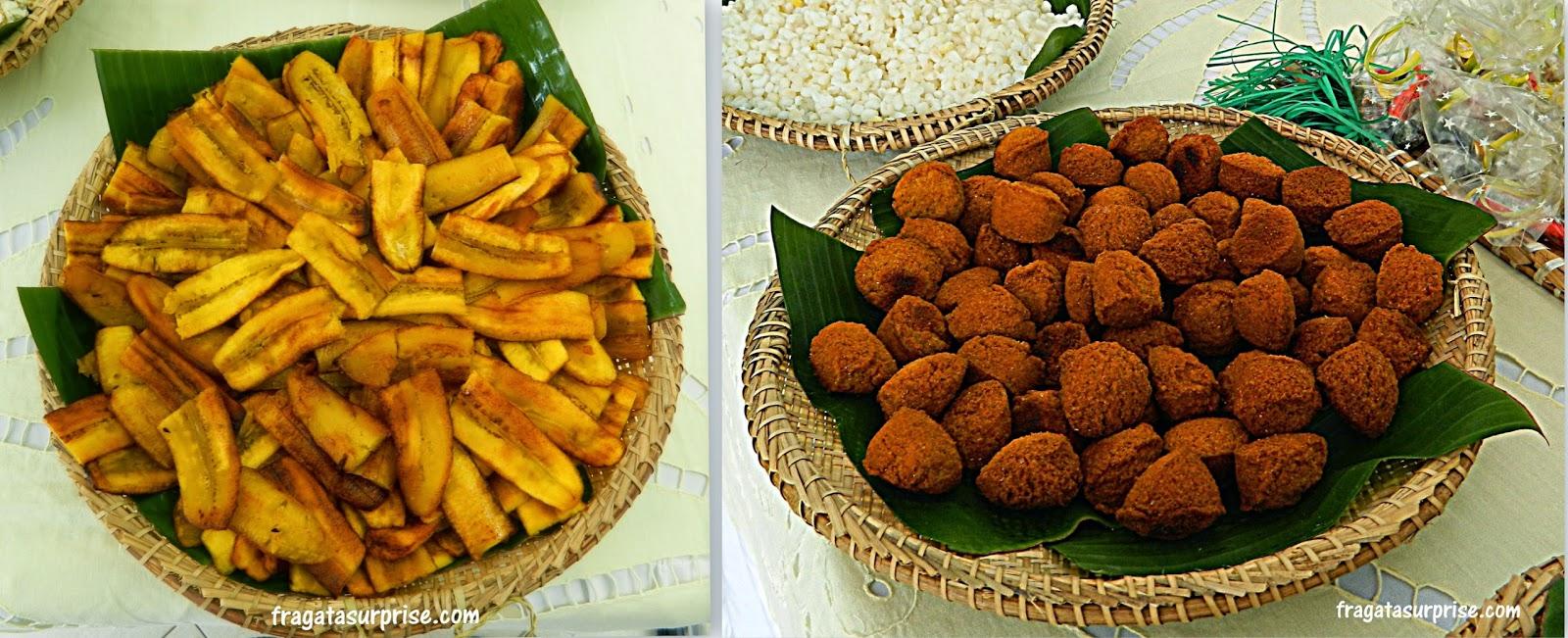 Complementos do caruru: banana frita e acarajé