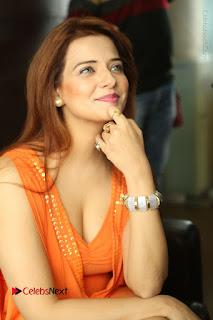 Actress Saloni Aswani Pos in Short Dress at Meelo Evaru Koteeswarudu Movie Interview  0046.JPG
