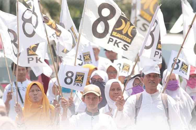 hasil survei pks terus naik