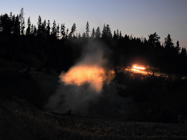 Mud Volcano בלילה