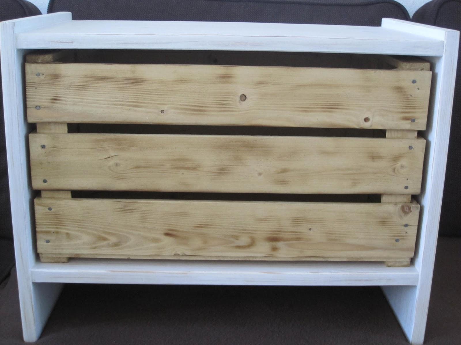 kat design table de chevet patin e avec caisse pommes sur mesure. Black Bedroom Furniture Sets. Home Design Ideas