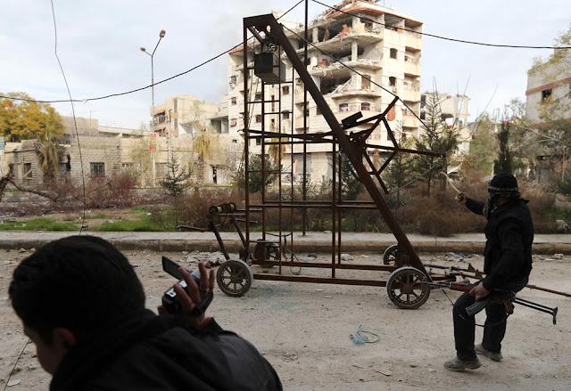 Lanzamiento de proyectiles con tirachinas Siria