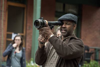 Denzel Washington on the set of Fences (11)