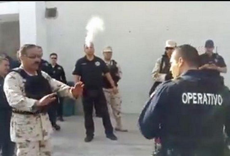 Vídeo: Militares se enfrentan verbalmente a policías mafiosos de Hermosillo por revisión de armamento