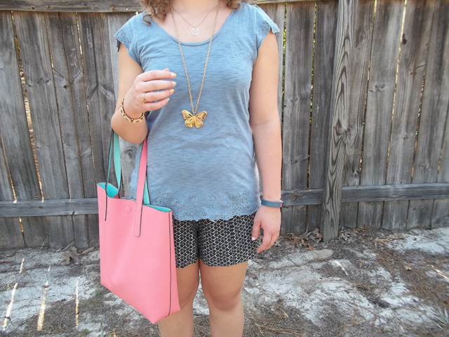 The Cheapest Tote of All Time a comfy look outfit chambray eyelet tee soft black and white shorts white sandals delicate simple gold jewelry layer necklace reversible tote bag style fashion