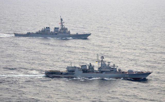 Проход украинских кораблей на Азов: генерал оценил вероятность новой атаки России