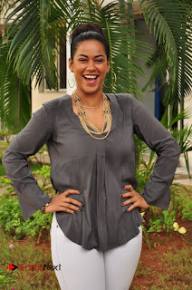 Actress Mumaith Khan Pictures at Thikka First Look Launch  0062