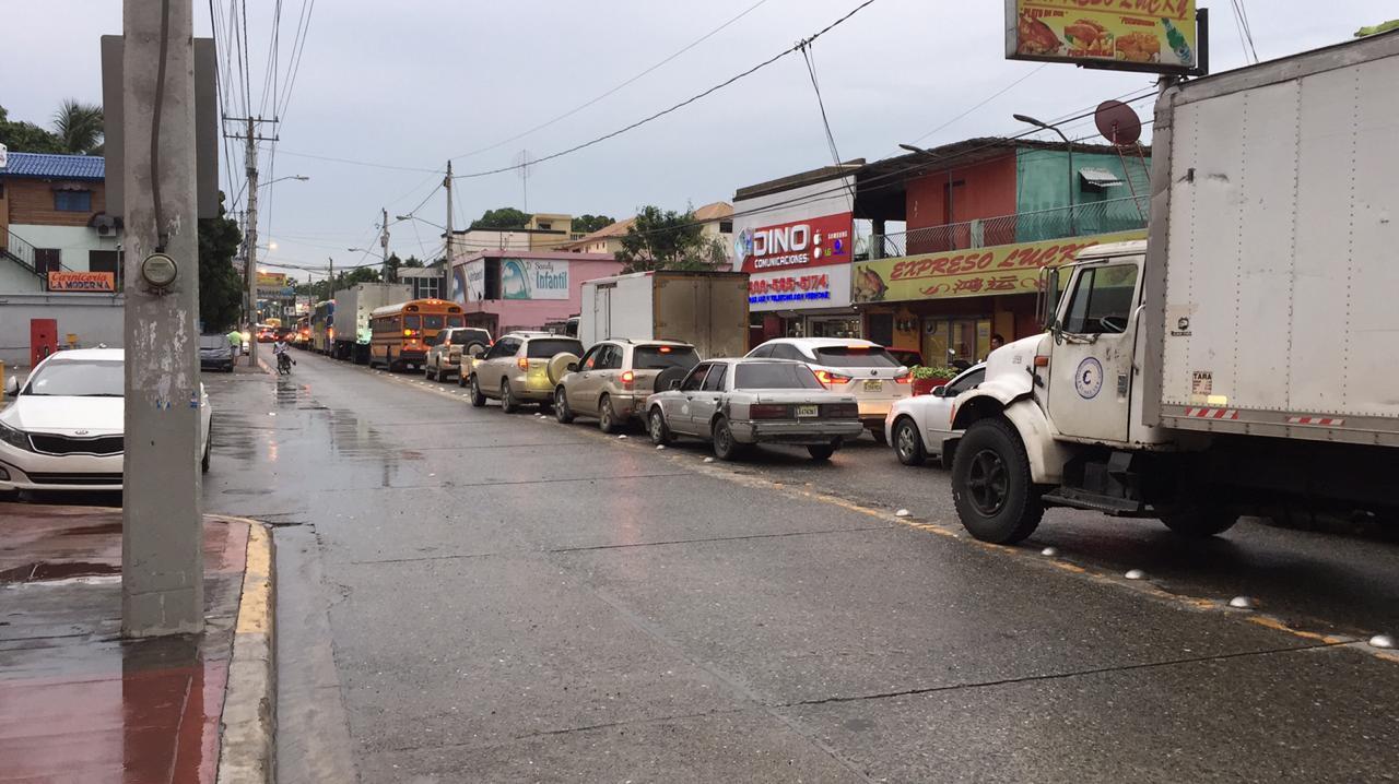 Lluvias provocan inundaciones en calles y avenidas de Navarrete