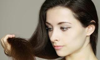 7 Cara Merawat Rambut Bercabang Dan Rontok Secara Alami