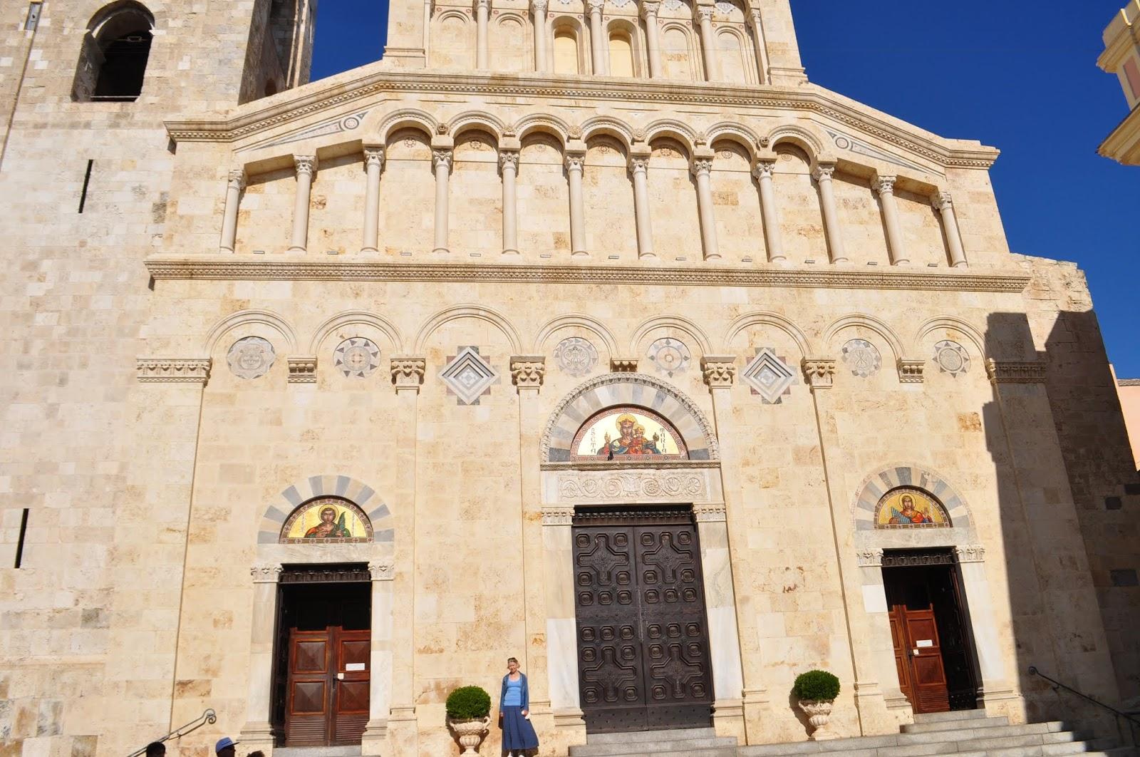 daf9462ccf5 Bastionilt läksime vaatama Cagliari toomkirikut, mida kutsutakse la  Cattedrale di Santa Maria. See on kahtlemata Castello linnaosa noobleim  hoone, ...